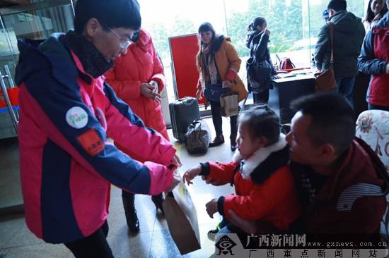 """中国移动爱""""心""""行动 广西首批先心病患儿踏上""""新生""""之旅"""