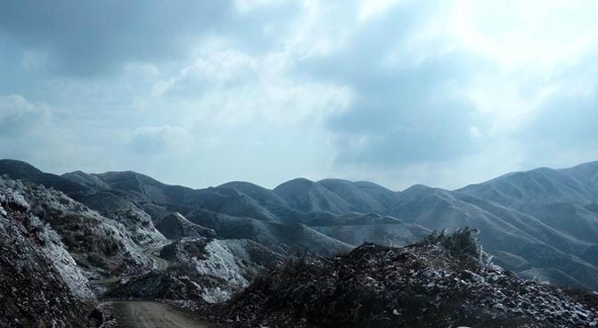 柳州三江独峒乡大塘坳水库冰雪依旧未消融
