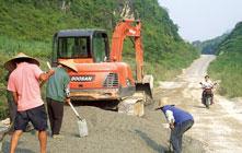 农锷:加强乡村路网建设及管护工作