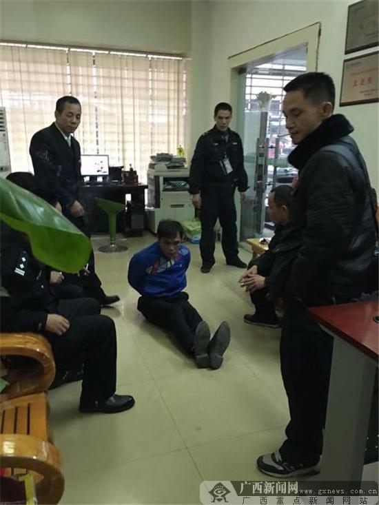 农行贺州铺门支行英勇制服精神失常者-广西新闻网图片