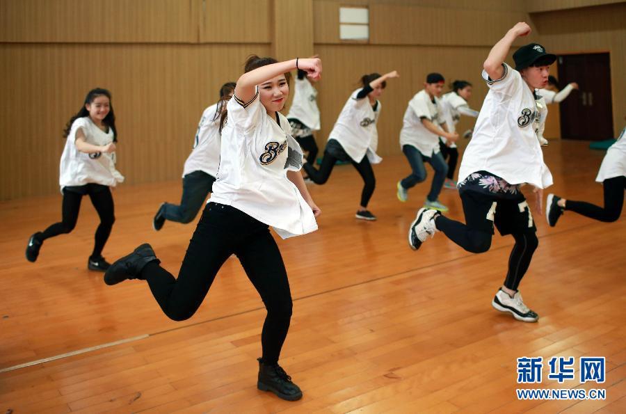 """走近世界啦啦操冠军队--广西师范大学""""马龙队"""""""