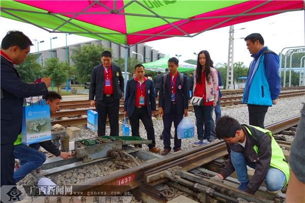 泰国教师到柳铁职院学习高铁技术