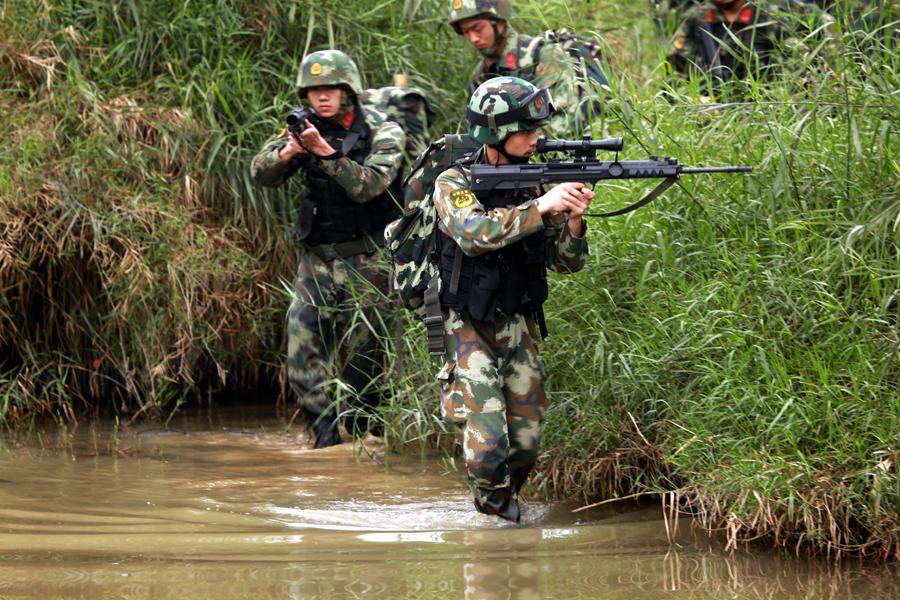 直击:武警特战队员的魔鬼训练周