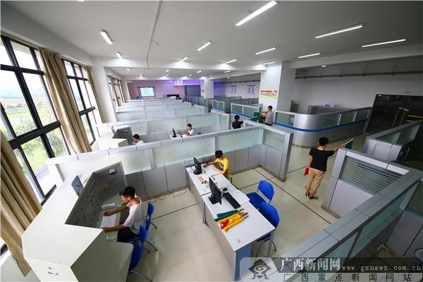 14个校内实训基地近百个实验实训室供学生实践
