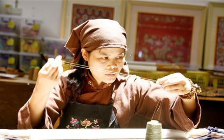 壮绣绣娘:针线为引传承指尖上的壮文化