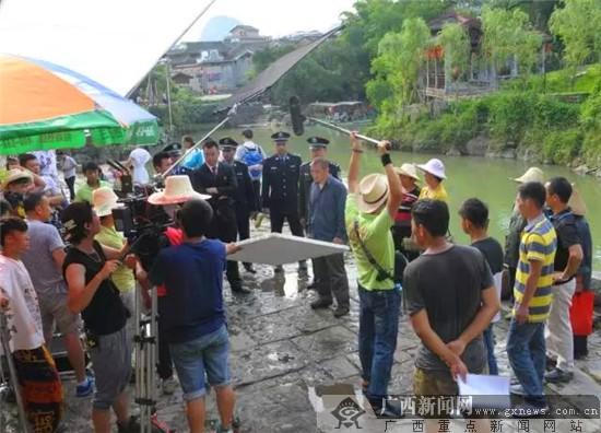 《股份农民》剧组在黄姚古镇取景