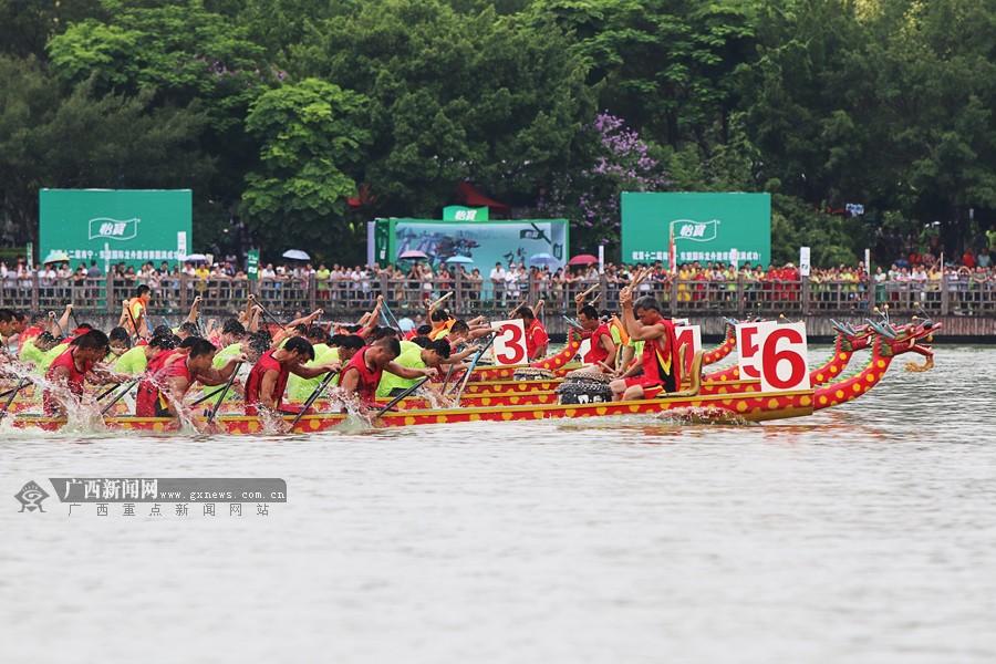 第12届南宁·东盟国际龙舟赛开幕 数万市民现场观赛
