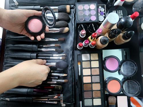 [高清]化妆师苏宁:看着别人美了 我会特别高兴