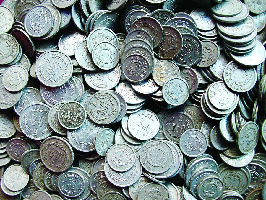 男子遗失1袋硬币价值2万?当年高价收购现却卖不出