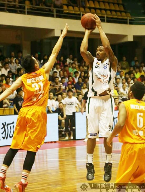 广西体育馆公益篮球训练营接受报名
