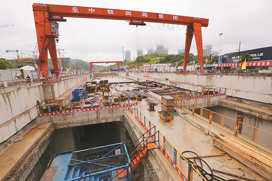 南宁地铁3号线广西规划馆站主体结构封顶