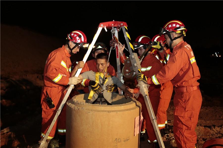 高清:南宁消防举行跨区域地震救援实战拉动演练