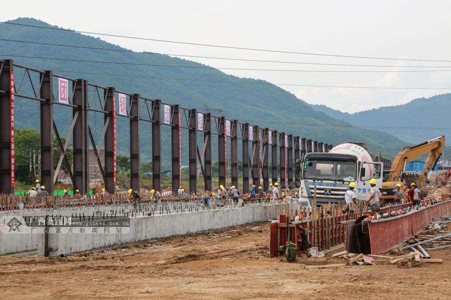 """7月22日焦点图:广西将建成""""一南一北""""双高铁枢纽"""