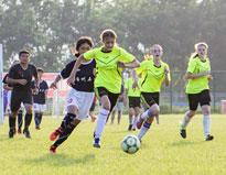足球小将在绿茵场上一决高下