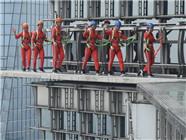 上海340米高透明空中步道