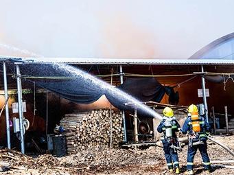 高清:百色市右江区举行火灾事故应急救援演练活动
