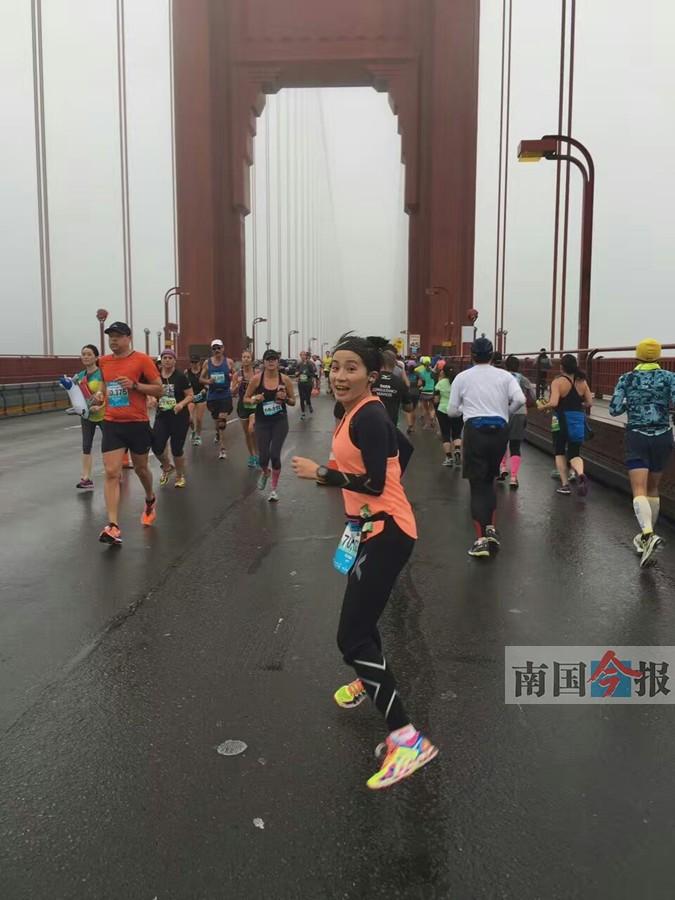 80后柳州妹恋上马拉松 成功跑完旧金山马拉松比赛