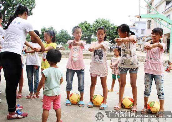 体育传递爱!富川服务百县千乡志愿者关爱留守儿童