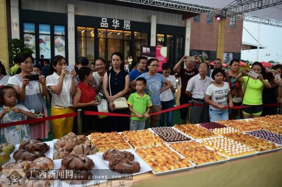 千人狂欢烘焙盛宴 品华居20周年庆嘉年华活动举行