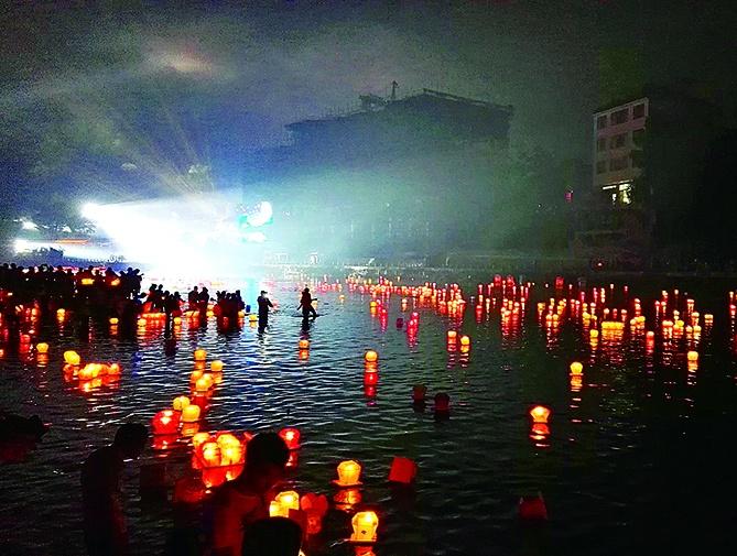 桂林资源县资江河畔河灯祈福 喜乐安康(组图)