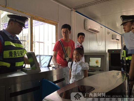 """南宁18个进城公安检查站启用 旅客进南宁要""""刷脸"""""""
