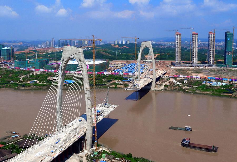 28日焦点图:南宁青山大桥将合龙 主跨长度430米