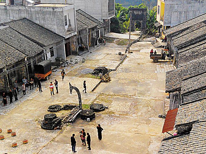 高清:明江河畔 沧桑鱼街
