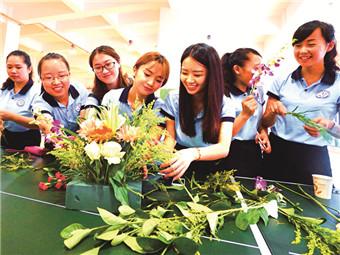 9月10日焦点图:200多名教师欢聚一堂庆祝教师节