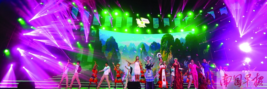 """民歌节中外歌手唱响""""大地飞歌"""" 民歌经典一再刷新"""
