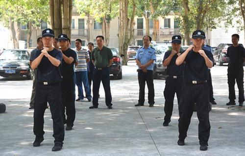 领导心系酷暑下训练的法警
