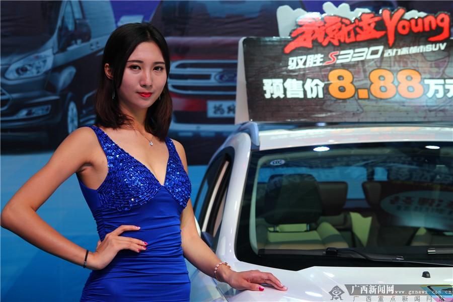 高清:中国―东盟(柳州)汽博会车模亮眼