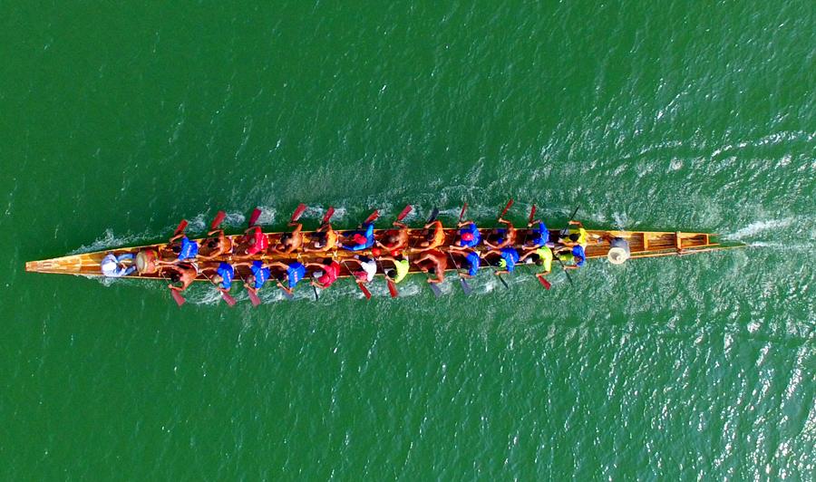 高清:融江河上多支龙舟队相互比拼