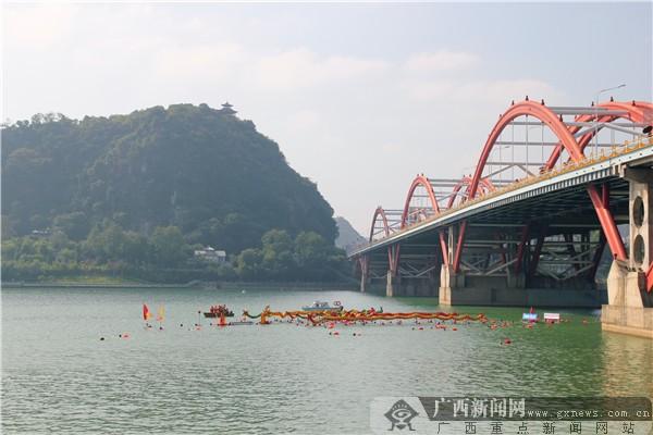 冬泳界大咖齐聚柳州 引领2000多人畅游柳江