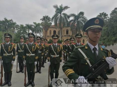 国旗飘扬 广西14市同庆共和国67岁生日