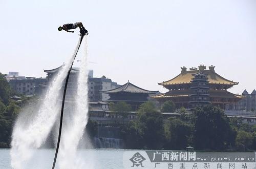 柳州水上狂欢节花式摩托艇大奖赛圆满落幕(图)