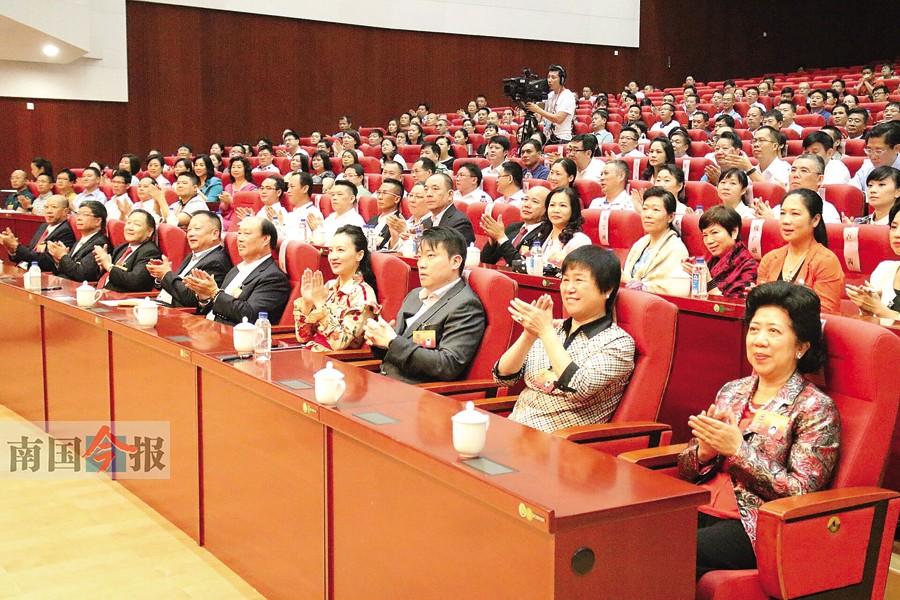 柳州新一届政协领导班子:陈虹当选柳州市政协主席