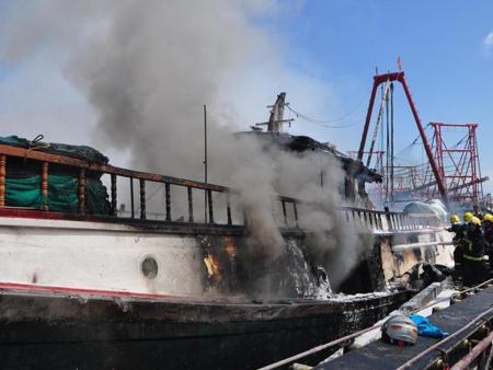 回港避风渔船起火 北海边防所长救援不幸牺牲(图)