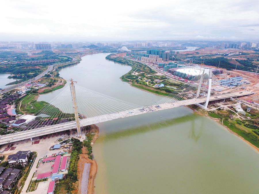 高清:南宁青山大桥主桥合龙 预计明年5月份通车