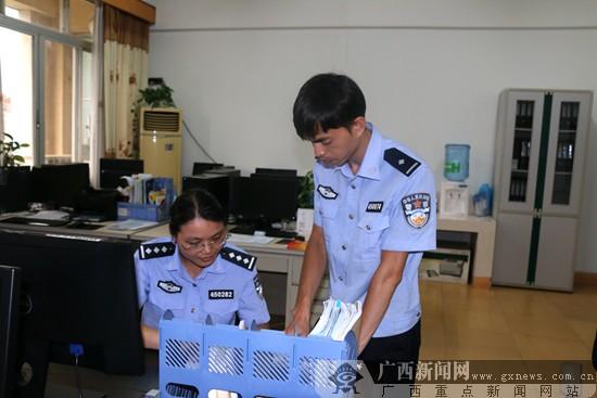 """林冬晓:用执著和责任破译""""指纹密码"""""""