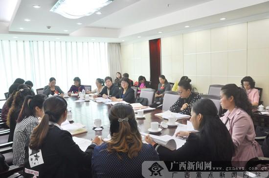 广西妇女第十三次代表大会各代表团进行二次讨论会