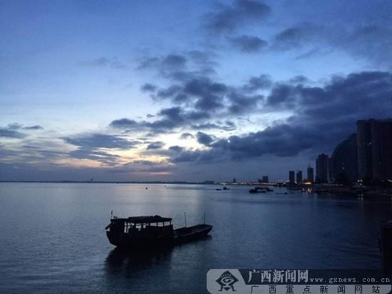 刘婷章摄影:日落银滩