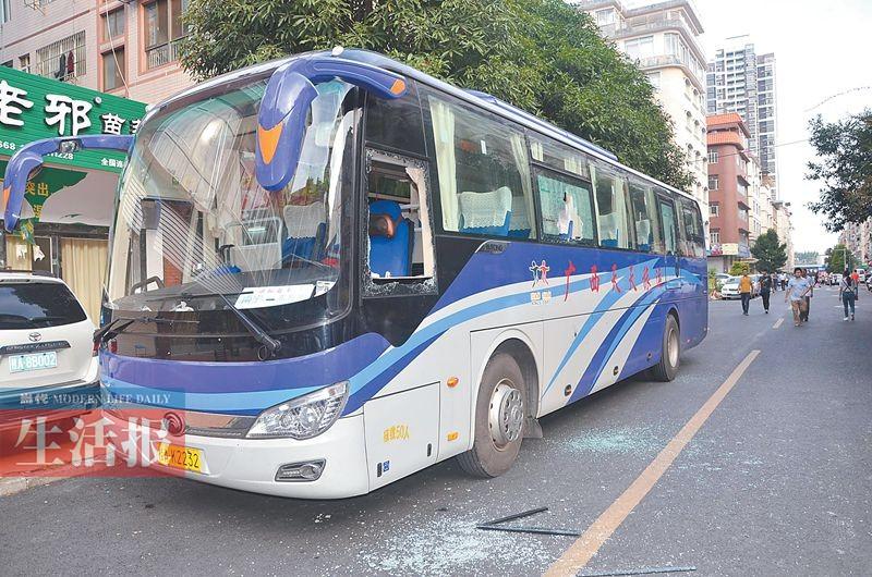 11月4日焦点图:南宁旅游大巴遭打砸案告破