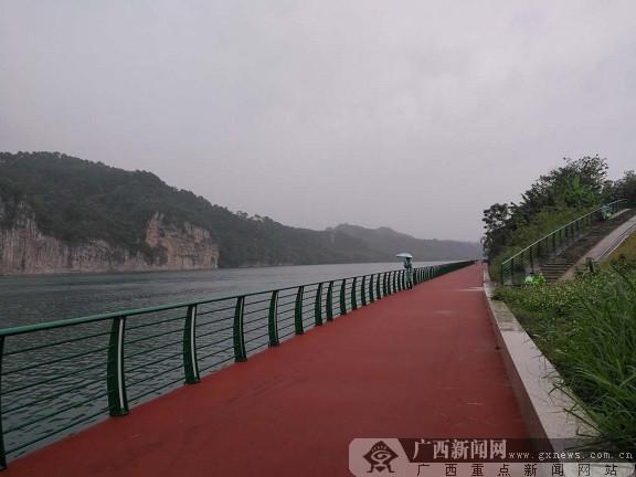 骑行沿途的风景美不胜收.