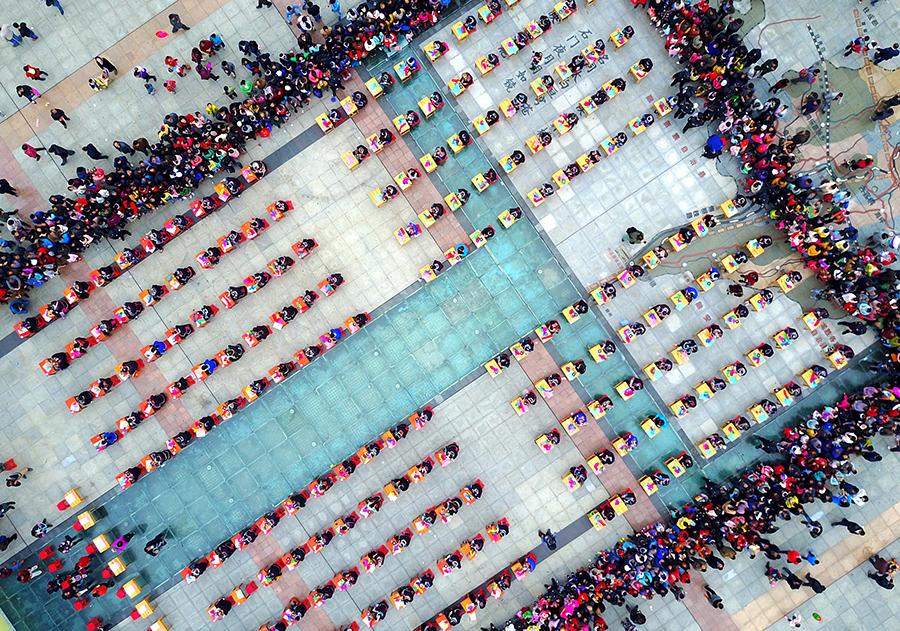 高清:指尖上的艺术 三江百人刺绣展风情