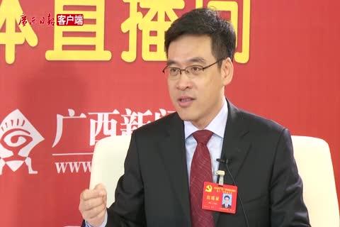 访党代表、自治区教育厅厅长秦斌