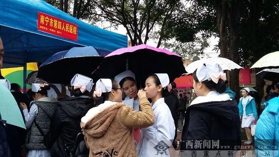 广西卫职院学生成双选会香饽饽 护理专业人才紧俏