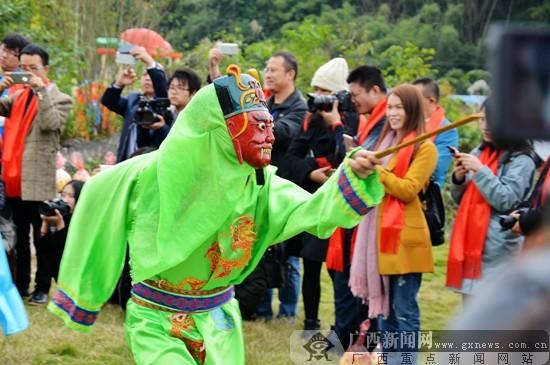 [河池行]环江上演古老神秘的毛南傩面舞(图)
