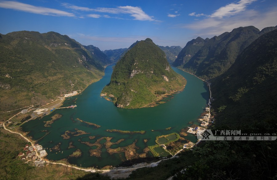 高清:乘舟漫游红水河 登高鸟瞰红水河第一湾