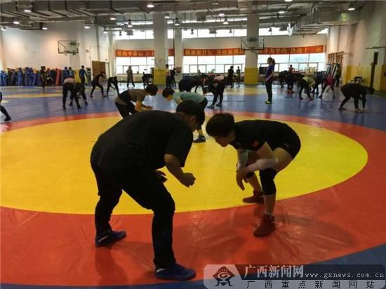 广西女子自由式摔跤队辽宁外训 为全运会做冲刺