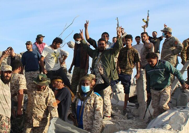 """利比亚政府军收复被""""伊斯兰国""""占领的苏尔特"""